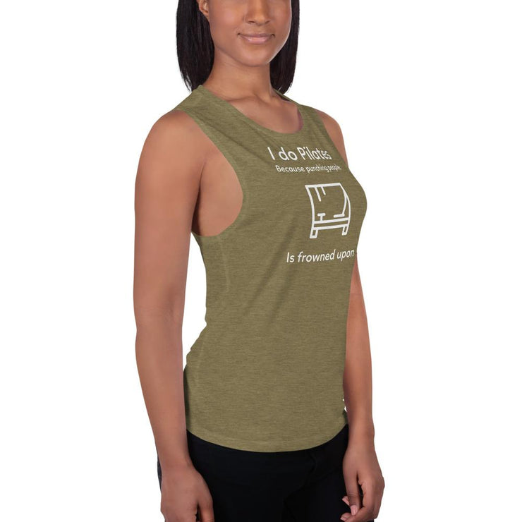 Punching people Ladies' Muscle Tank - Pilateskatt