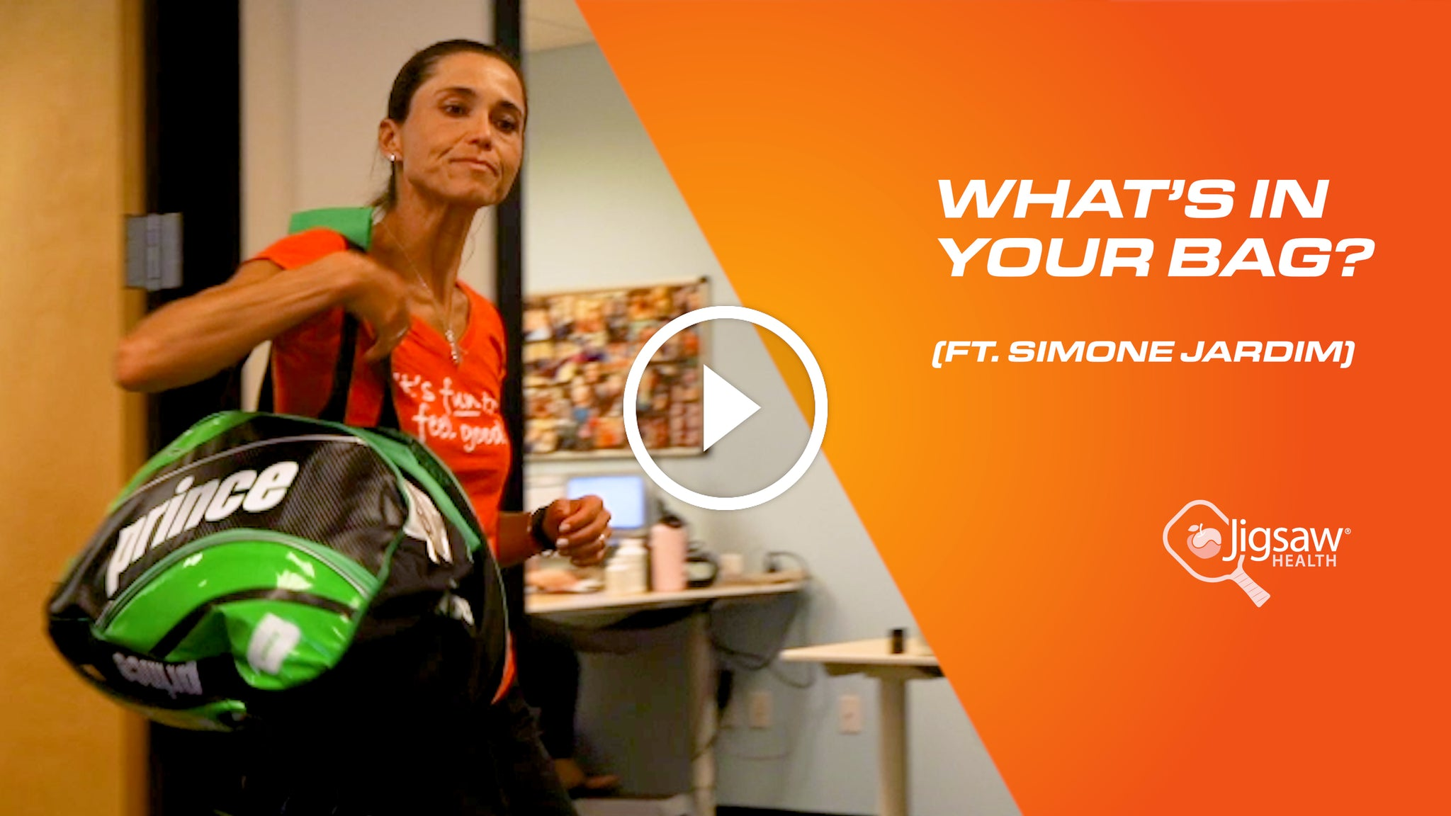 What's in your bag? (Feat. Simone Jardim) #FunnyFriday