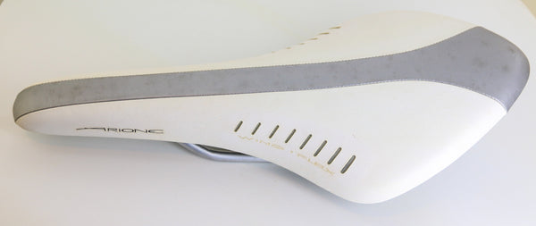 FI'ZI:K FIZIK ARIONE Manganese Rail Road Bike Saddle White/Silver 251g NEW