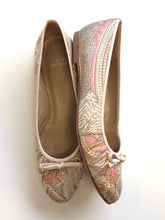 Load image into Gallery viewer, Stuart Weitzman Flats (9.5)