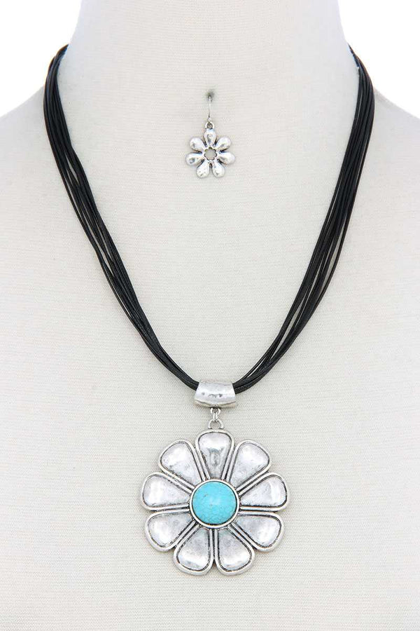 Flower Pendant Pu Leather Necklace - Global Planet