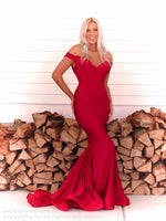 Model in this stunning and elegant dress featuring a sweetheart neckline and off the shoulder straps! And it's at Rsvp Prom and Pageant, your source for the HOTTEST Prom and Pageant Dresses and Exclusive Evening Gowns and located in Atlanta, Georgia!