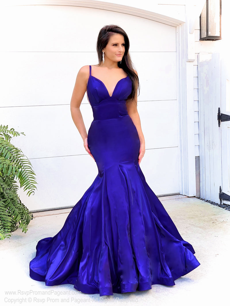 Model in this super elegant mermaid gown with a visible metal zipper and perfect for PROM! And it's at Rsvp Prom and Pageant, your source for the HOTTEST Prom and Pageant Dresses and exclusive evening gowns and located in Atlanta, Georgia!