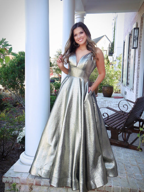 Model turning every head in this stunning iridescent platinum gold Prom Dress! Its sweetheart neckline and all-over shimmer makes it an unforgettable look! And it's at Rsvp Prom and Pageant, your source of the HOTTEST Prom and Pageant Dresses and Exclusive Evening Gowns and located in Atlanta, Georgia!
