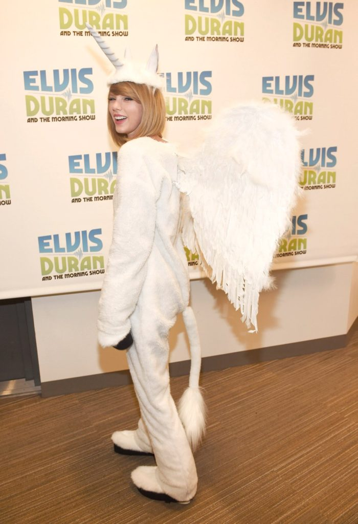 """NEW YORK, NY - OCTOBER 31: (EXCLUSIVE COVERAGE. SPECIAL RATES APPLY) Taylor Swift visits """"The Elvis Duran Z100 Morning Show"""" at Z100 Studio on October 31, 2014 in New York City. (Photo by Kevin Mazur/Getty Images for The Elvis Duran Z100 Morning Show)"""