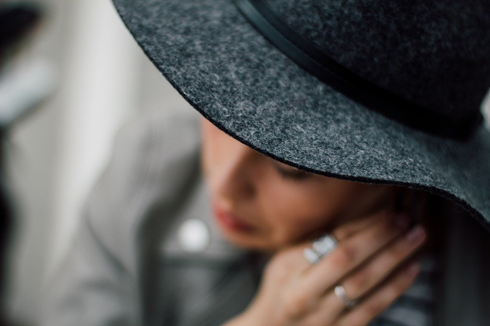 Structured grey hat for new york fashion