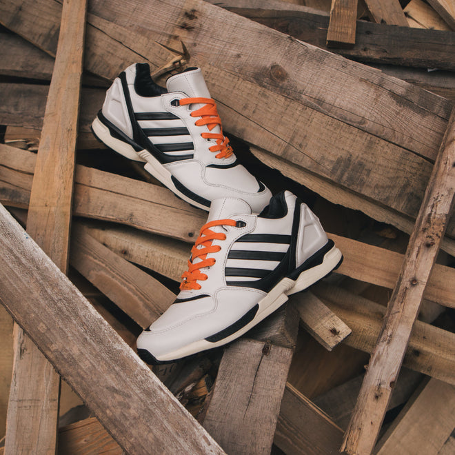 articles/adidas-originals-azx-juventus-zx-6000-crystal-white-core-black-bahia-orange-3.jpg