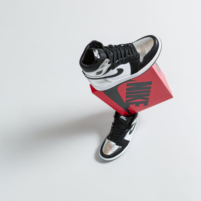 articles/nike-air-jordan-1-black-metallic-silver-silver-toe-166.jpg