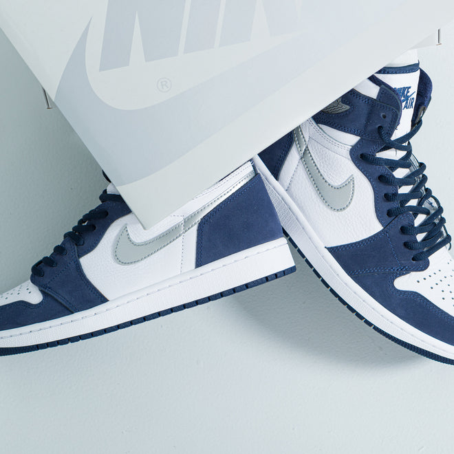 articles/nike-air-jordan-1-retro-high-co-jp-white-silver-metallic-navy-43.jpg