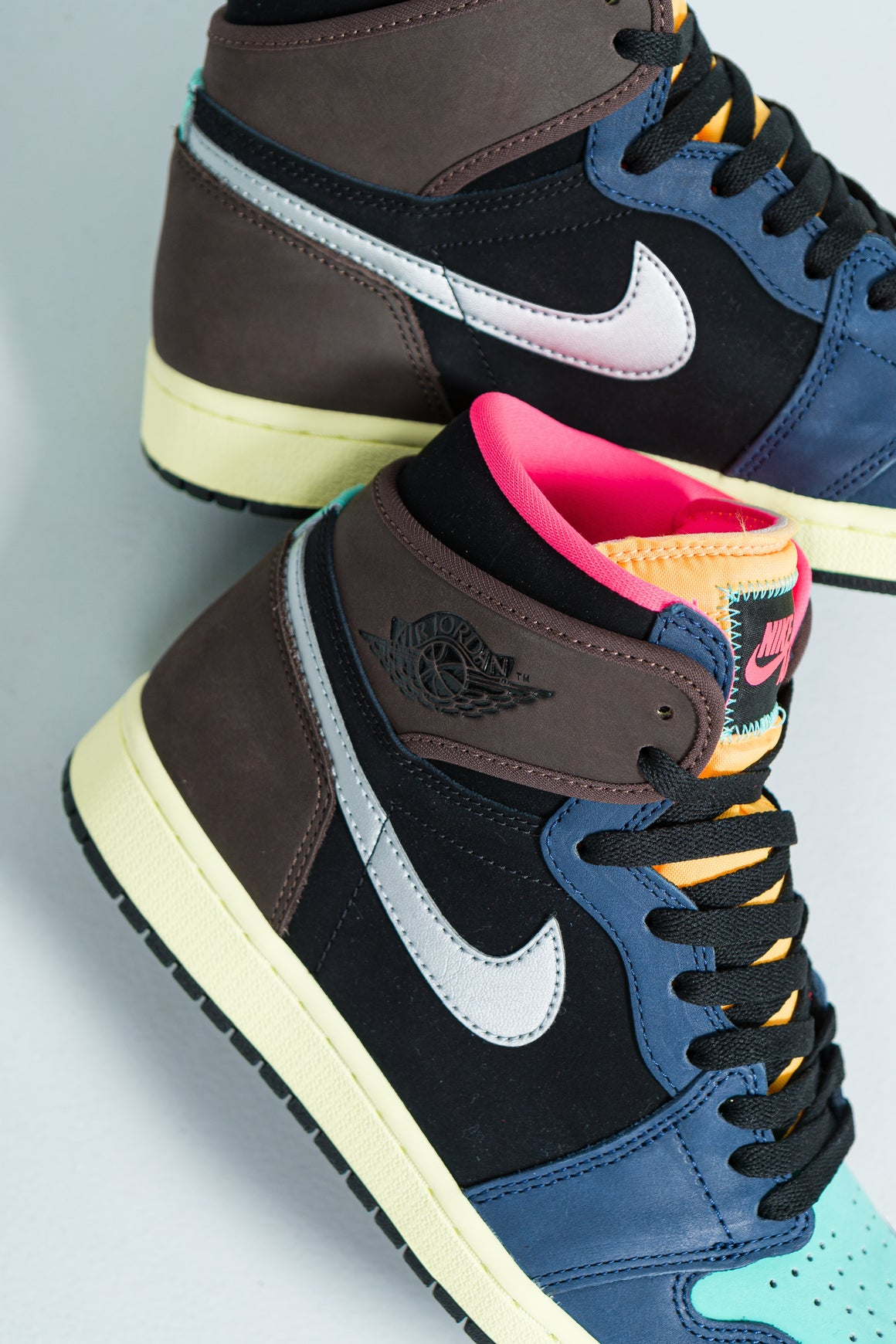 Air Jordan 1 Retro High OG - Baroque Brown/Black-Laser Orange-Racer Pink