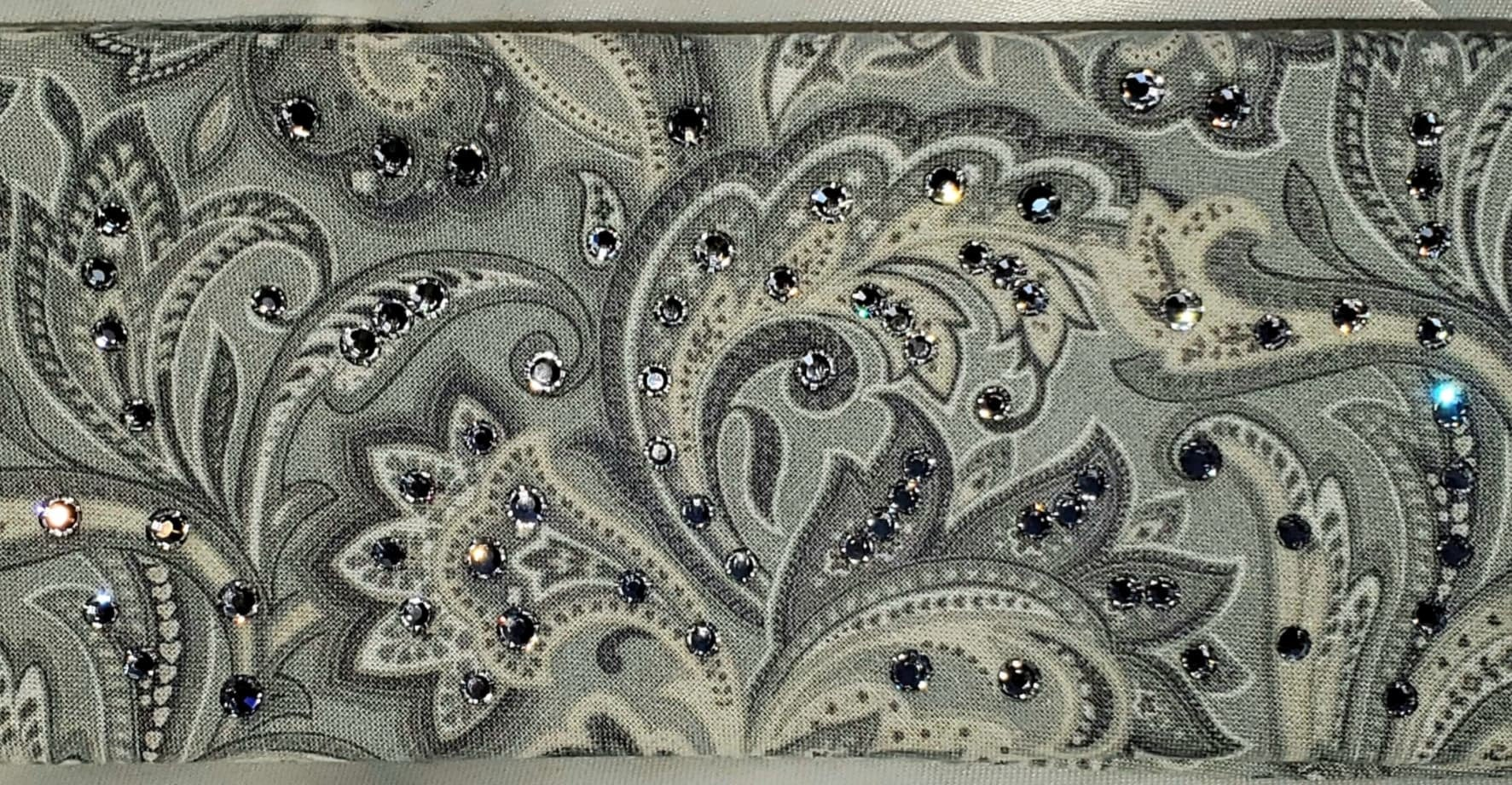 Silver Paisley With Clear Crystals (Sku1870)