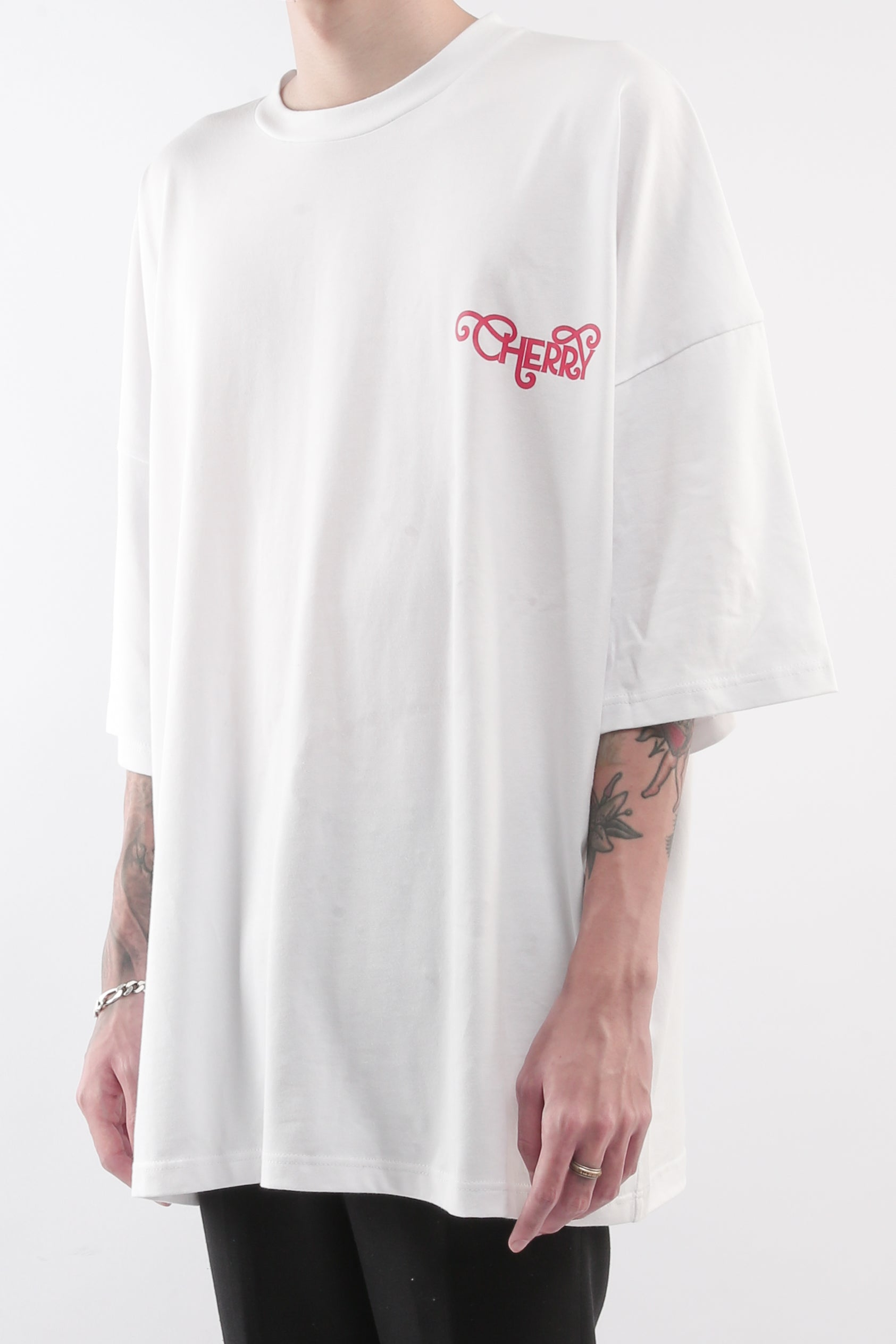 CHERRY DISCOTHEQUE - BIG BOY CUT TOUR TEE IN IVORY WHITE