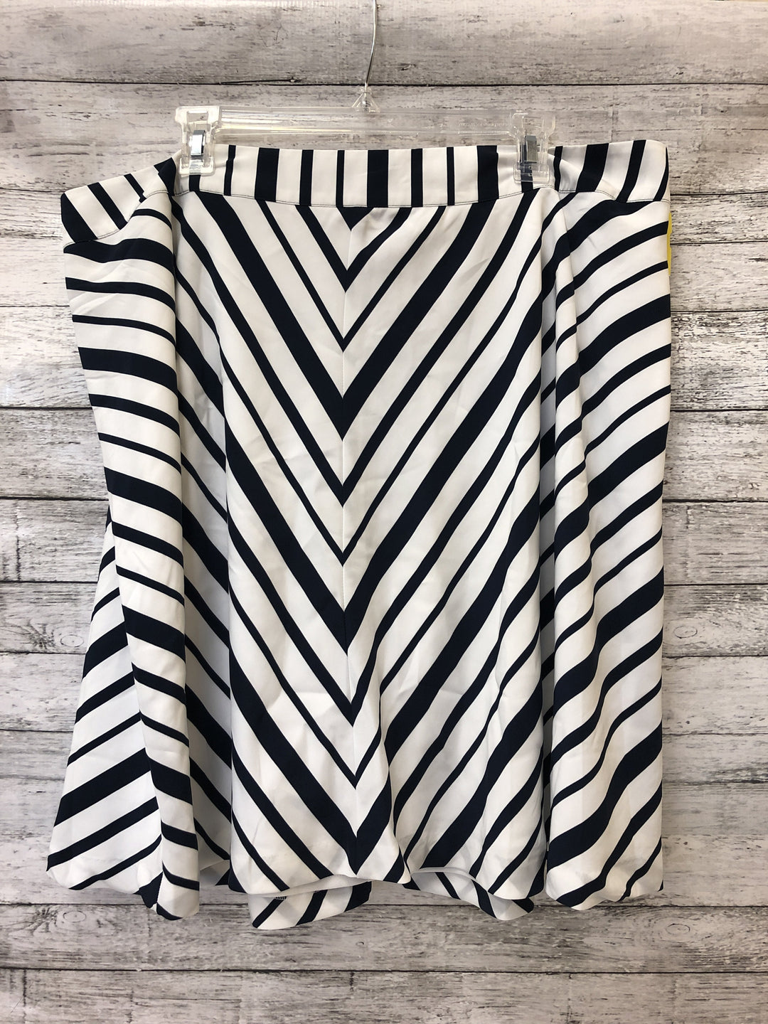Primary Photo - brand: lane bryant o , style: skirt , color: striped , size: 18 , sku: 125-1957-7404