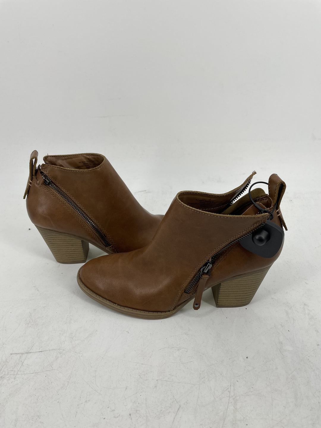 Photo #1 - brand: dv , style: boots ankle , color: brown , size: 8 , sku: 128-3212-49486