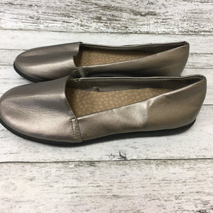 Primary Photo - BRAND: DR SCHOLLS STYLE: SHOES FLATS COLOR: SILVER SIZE: 7 SKU: 125-4628-15455