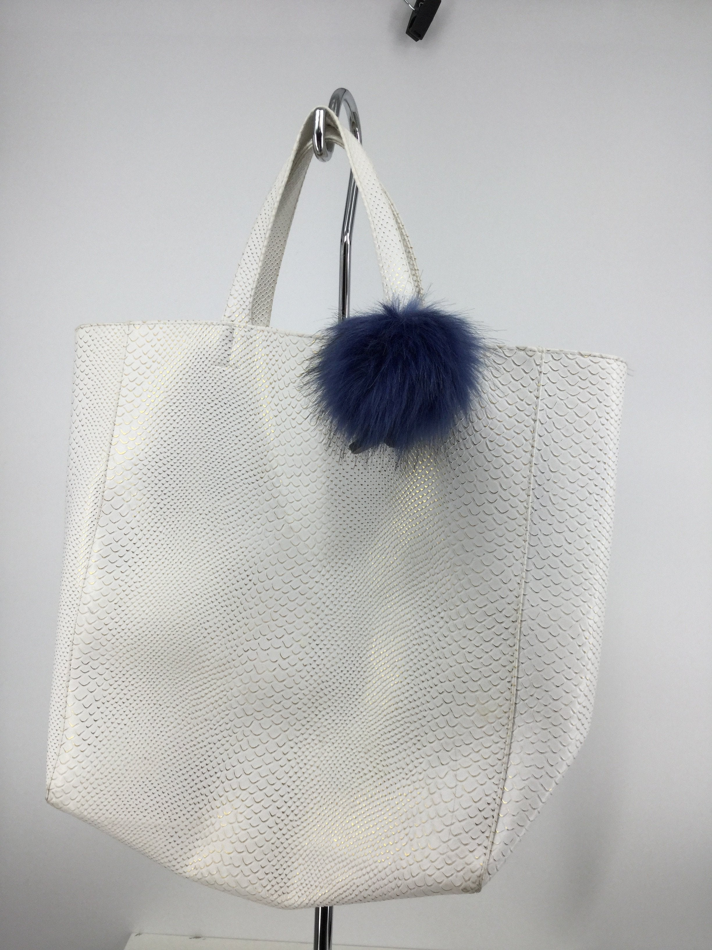 Primary Photo - brand:   cmc , style: tote , color: white , size: large , sku: 128-3212-44371