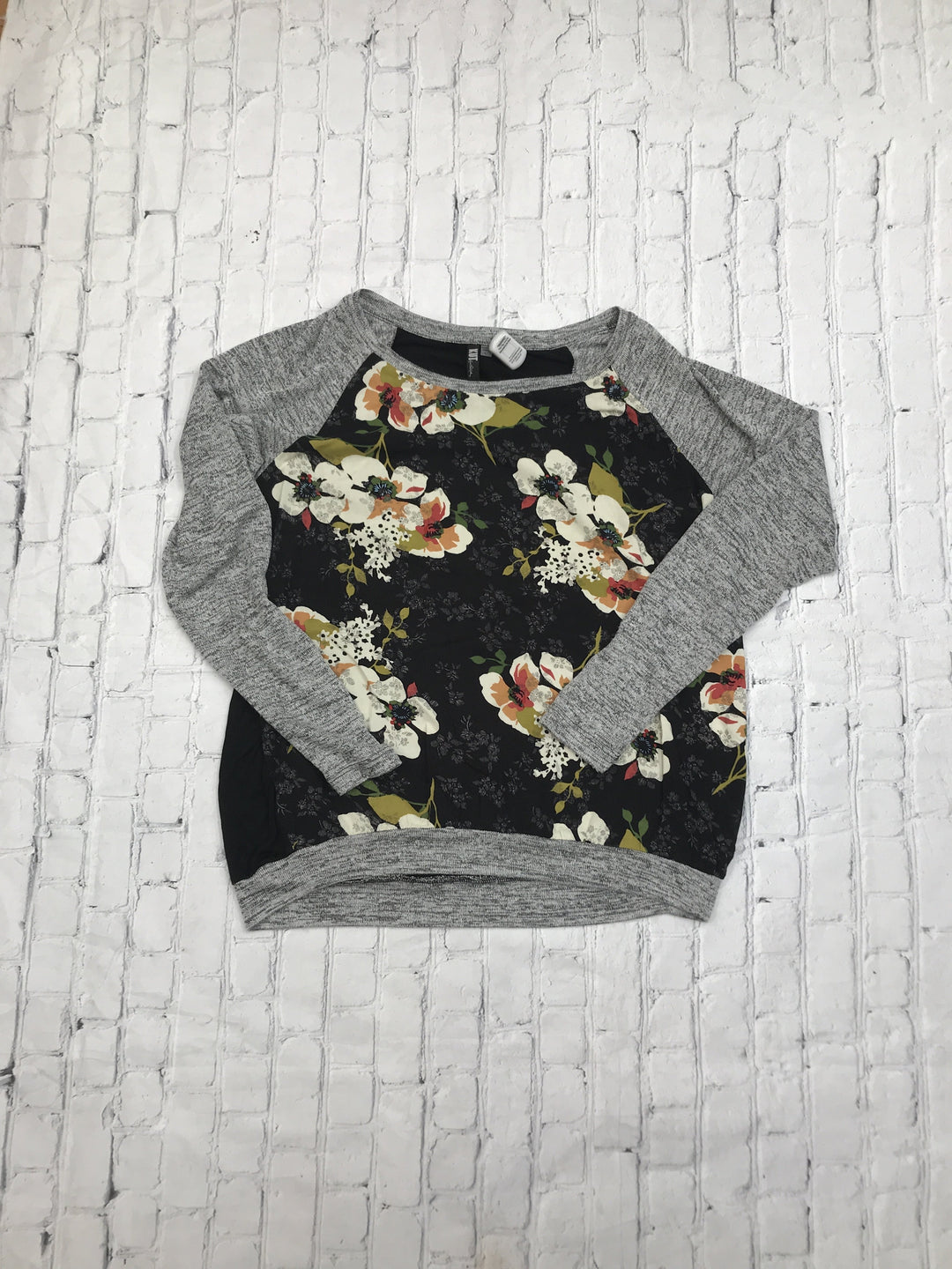 Primary Photo - brand: kut , style: top long sleeve , color: black white , size: l , sku: 126-3290-83112