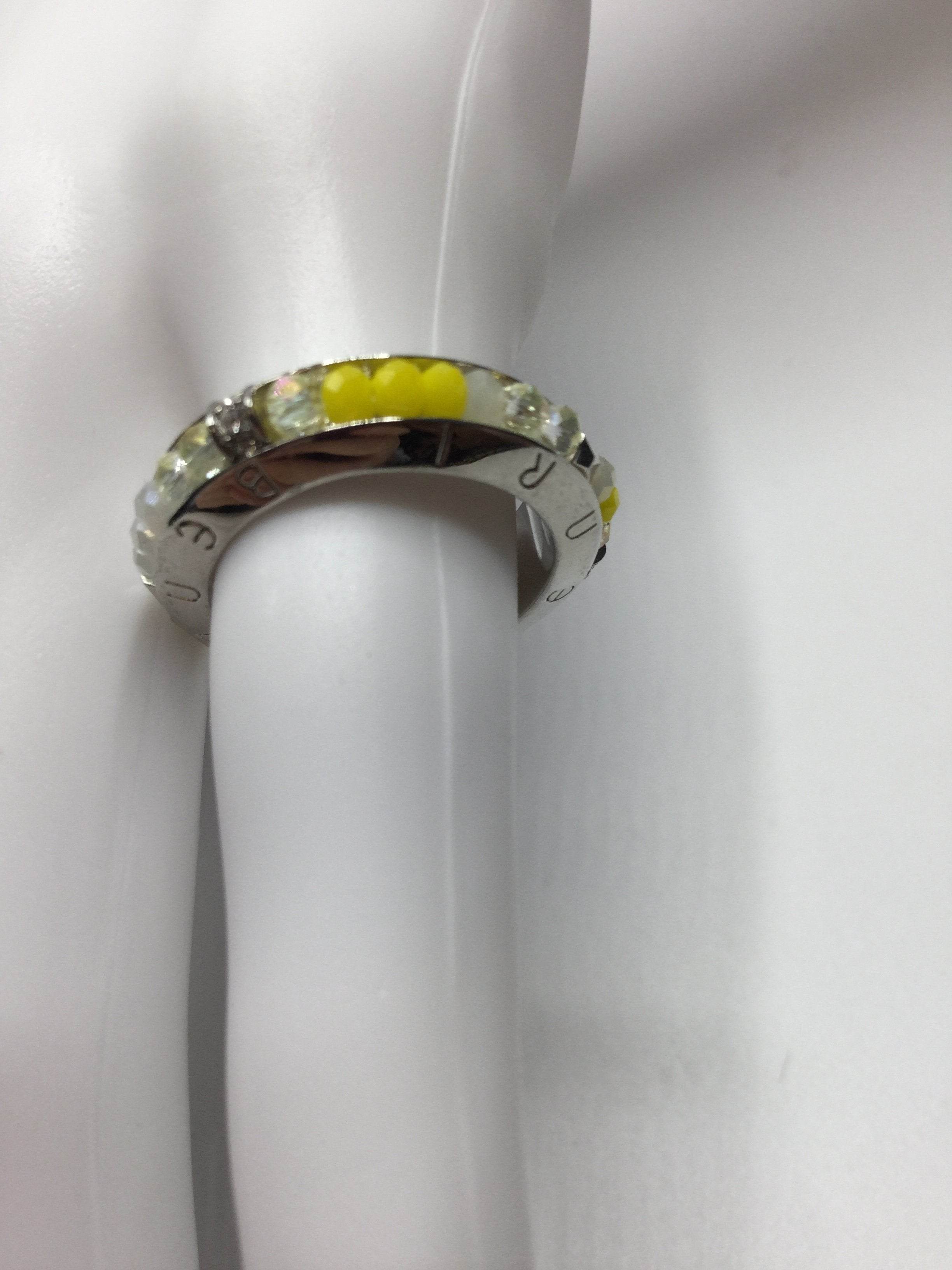 HENRI BENDEL RING SIZE:7 - <P>HENRI BENDEL YELLOW, CLEAR, WHITE AND SILVER BEADED BAND RING<BR> SIZE 7</P>