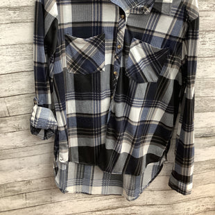 Primary Photo - BRAND:    CMD STYLE: BLOUSE COLOR: PLAID SIZE: L SKU: 105-3221-18283
