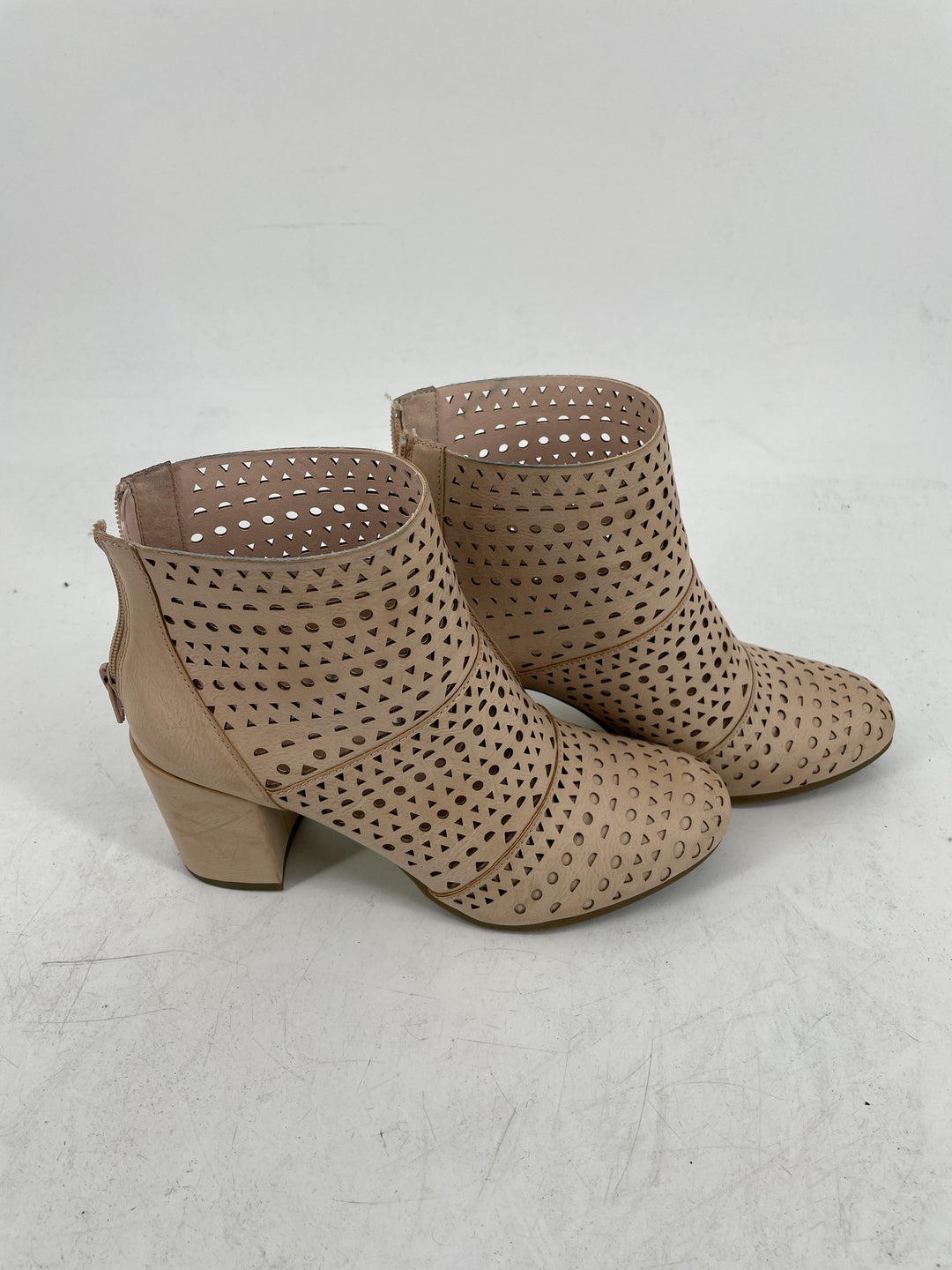 Photo #1 - brand: rampage , style: boots ankle , color: pink , size: 8 , sku: 128-3212-44282