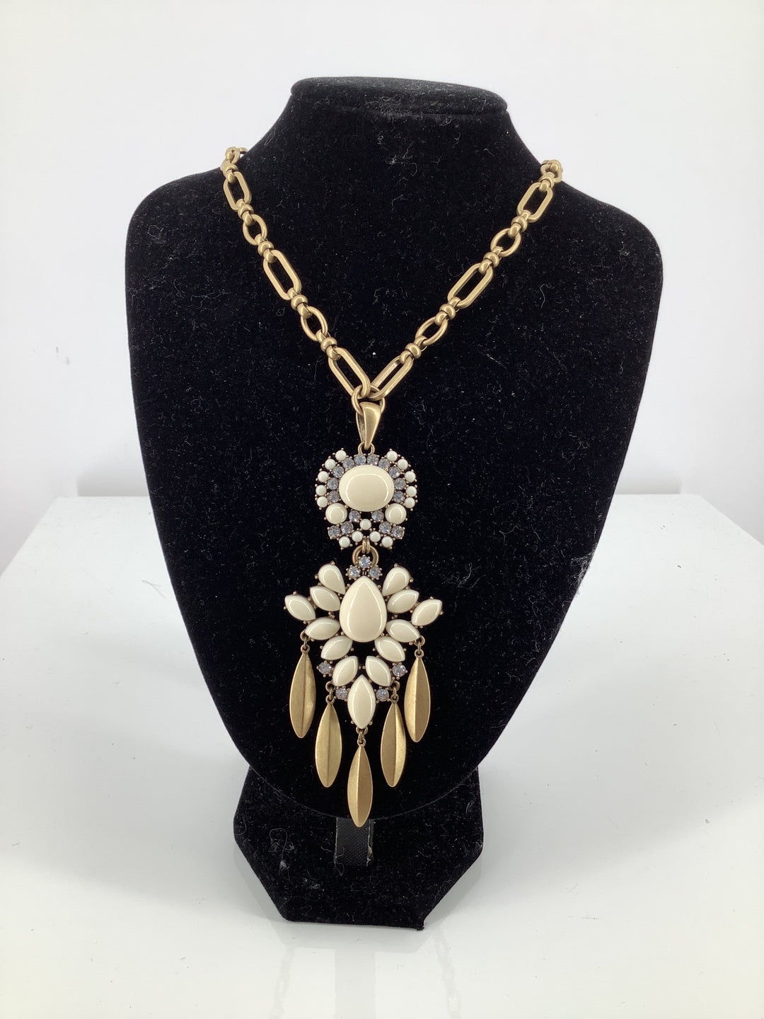 Primary Photo - brand: stella and dot , style: necklace , color: white , sku: 105-3221-18008