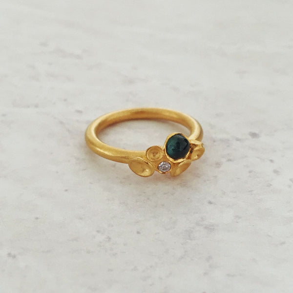 Erger Golden Cabochon Ring