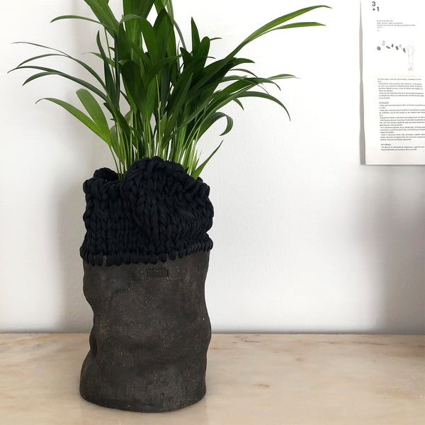 The black line series Vase №5