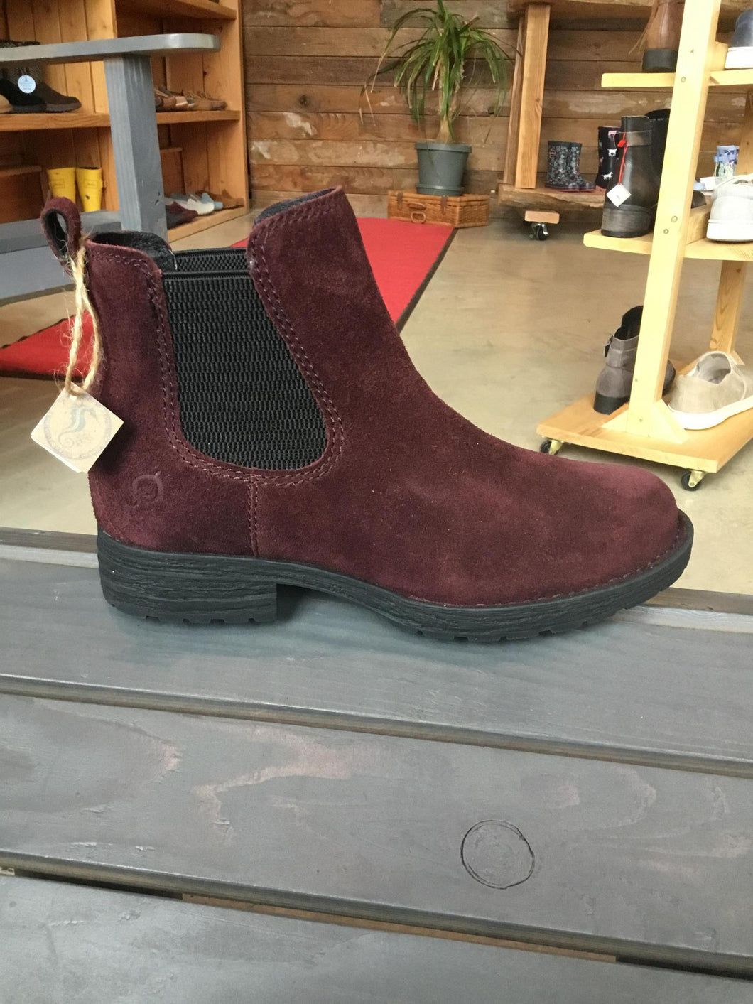 8.5 Boot Cove Most Suede Red