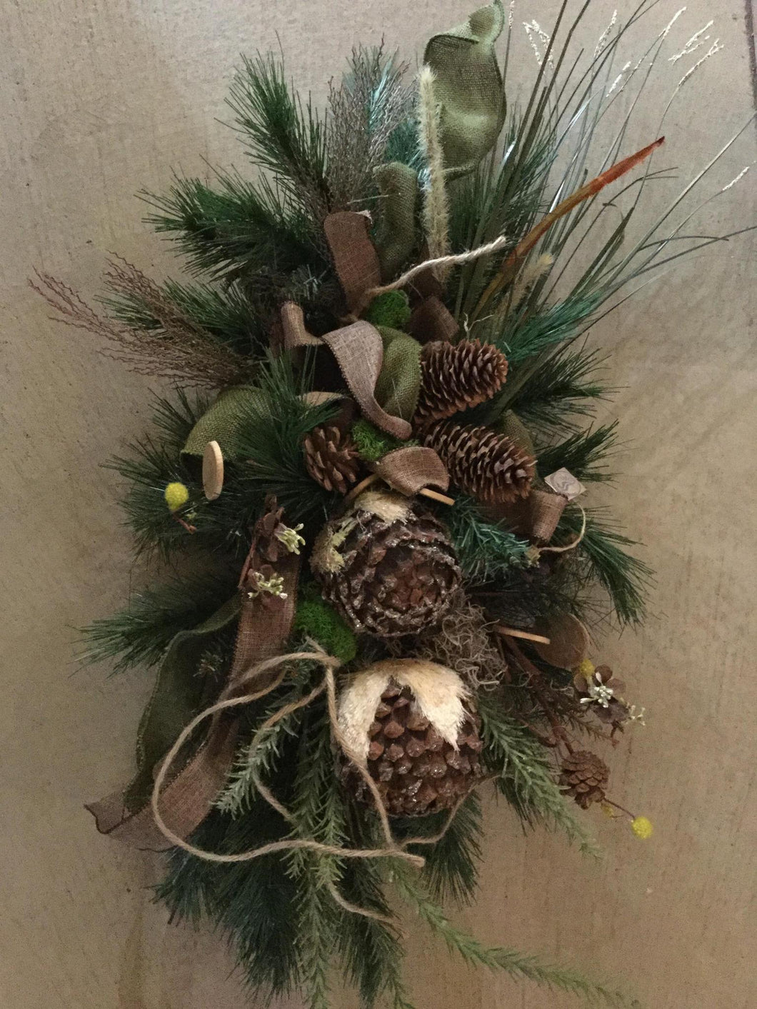 Christmas Swag With Pinecones