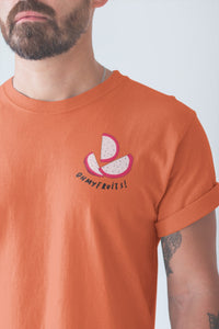 modele-homme-barbu-tshirt-fruit-orange-fruit-du-dragon--ohmyfruits-tatouage