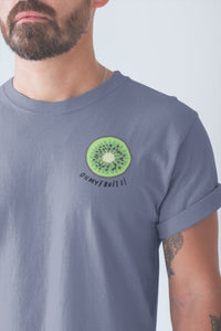 modele-homme-barbu-tshirt-fruit-indigo-kiwi-ohmyfruits-tatouage