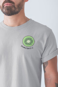 modele-homme-barbu-tshirt-fruit-gris-kiwi-ohmyfruits-tatouage