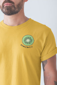 modele-homme-barbu-tshirt-fruit-jaune-kiwi-ohmyfruits-tatouage