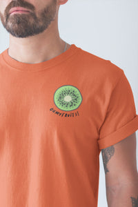 modele-homme-barbu-tshirt-fruit-orange-kiwi-ohmyfruits-tatouage