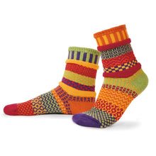 Load image into Gallery viewer, Solmate Socks: Daffodil Adult Crew