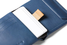 Laden Sie das Bild in den Galerie-Viewer, Bellroy Coin Wallet Marine Blue RFID