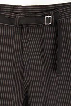 "Laden Sie das Bild in den Galerie-Viewer, Director´s Cut ""Greyhound"" Sommerhose Black Pinstripe"