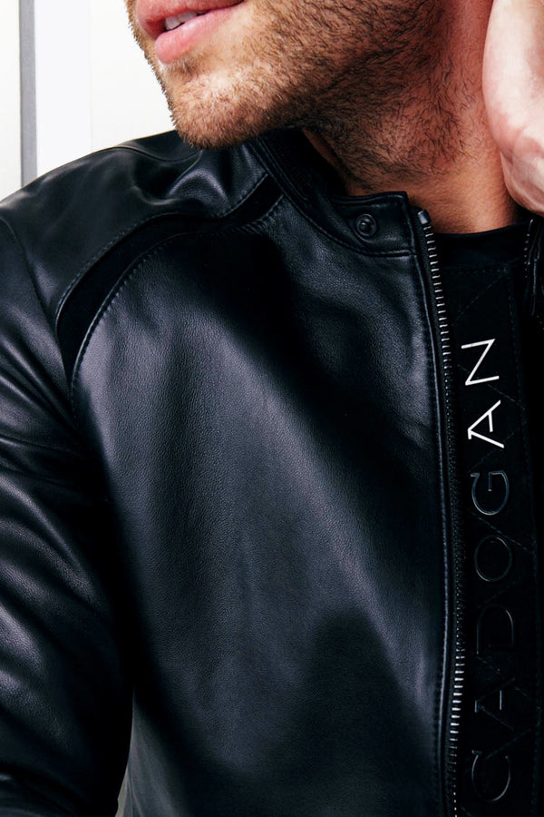 The adjustable hemline belt and CADOGAN snap buttons of the Men's MAVEN Leather Jacket