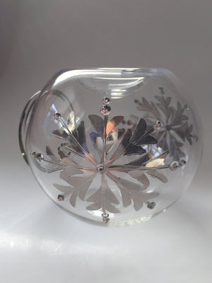 Load image into Gallery viewer, Blown Glass Oil Diffuser - Silver Snow Flake