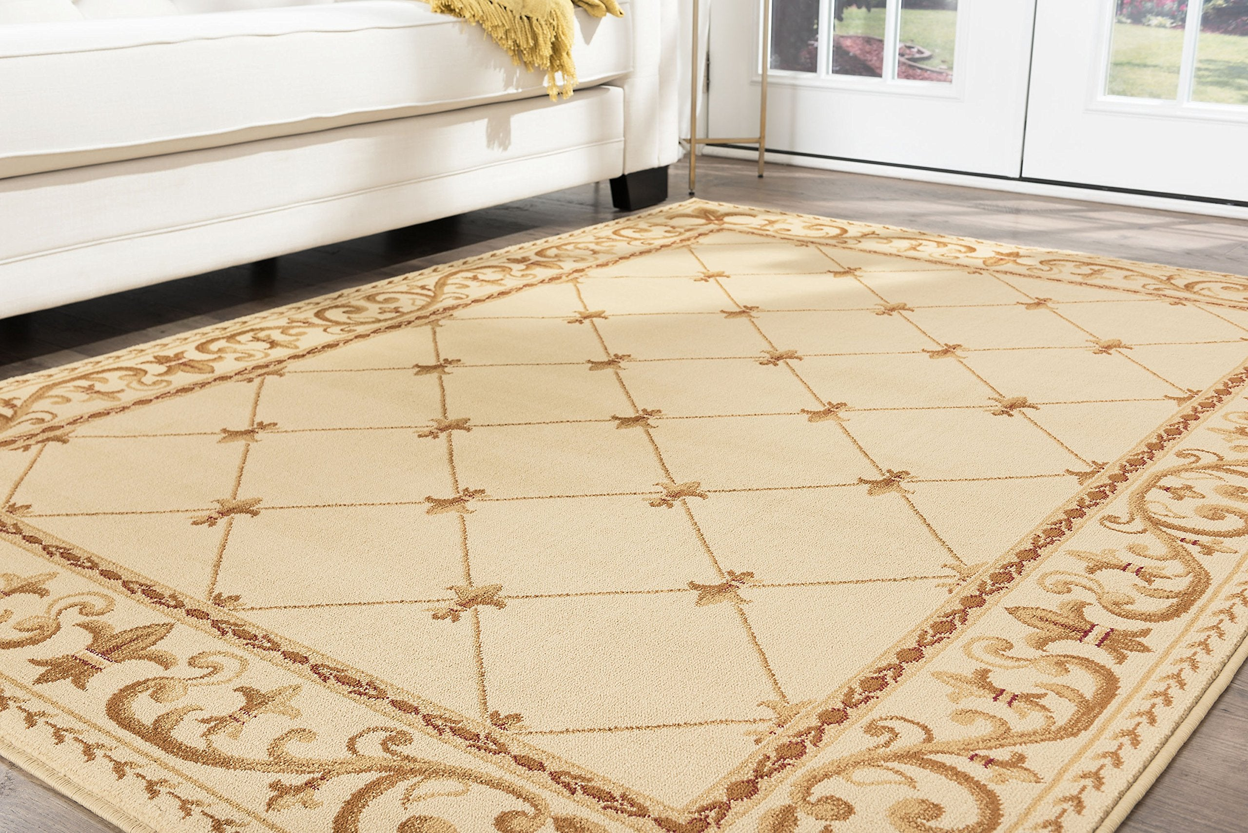 Orleans Traditional Border Ivory Octagon Area Rug, 5' Octagon