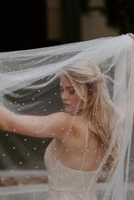 Load image into Gallery viewer, Pearl Studded Veil