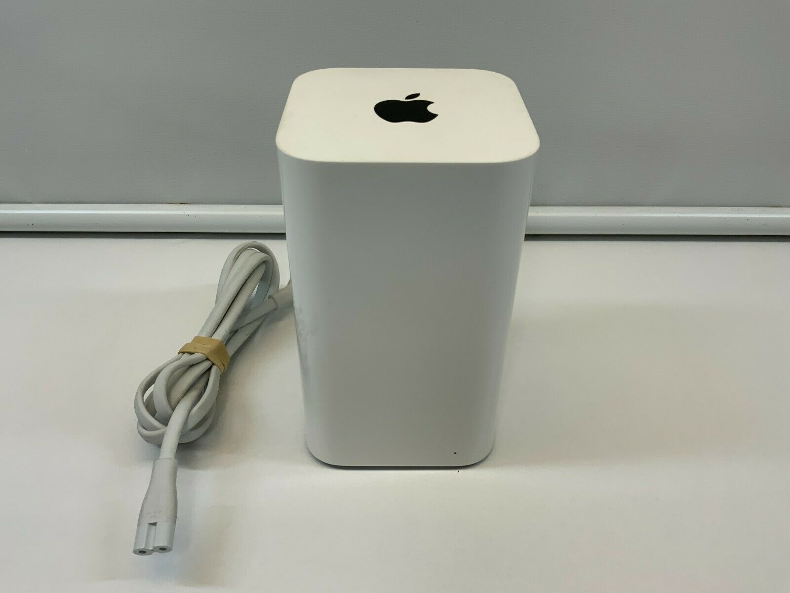 Apple A1470 Airport Extreme Time Capsule 2TB Hard Drive/Wireless Router 802.11ac