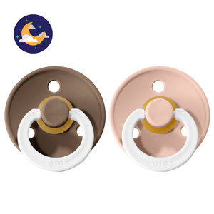 2-pack 6-18M Bibs pacifiers night blush + dark oak / glow in the dark