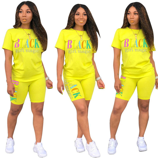 Two-piece sports suit for women