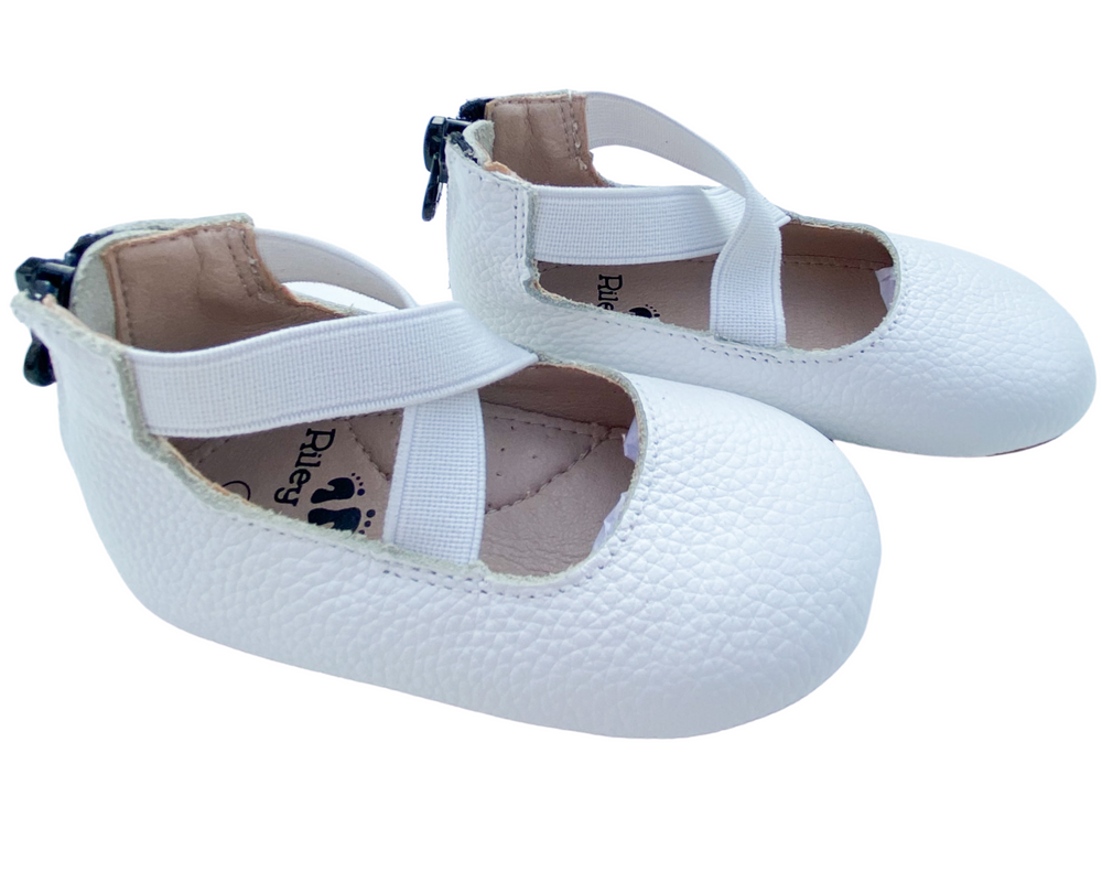 Load image into Gallery viewer, Eleyna Ballet Flats - White
