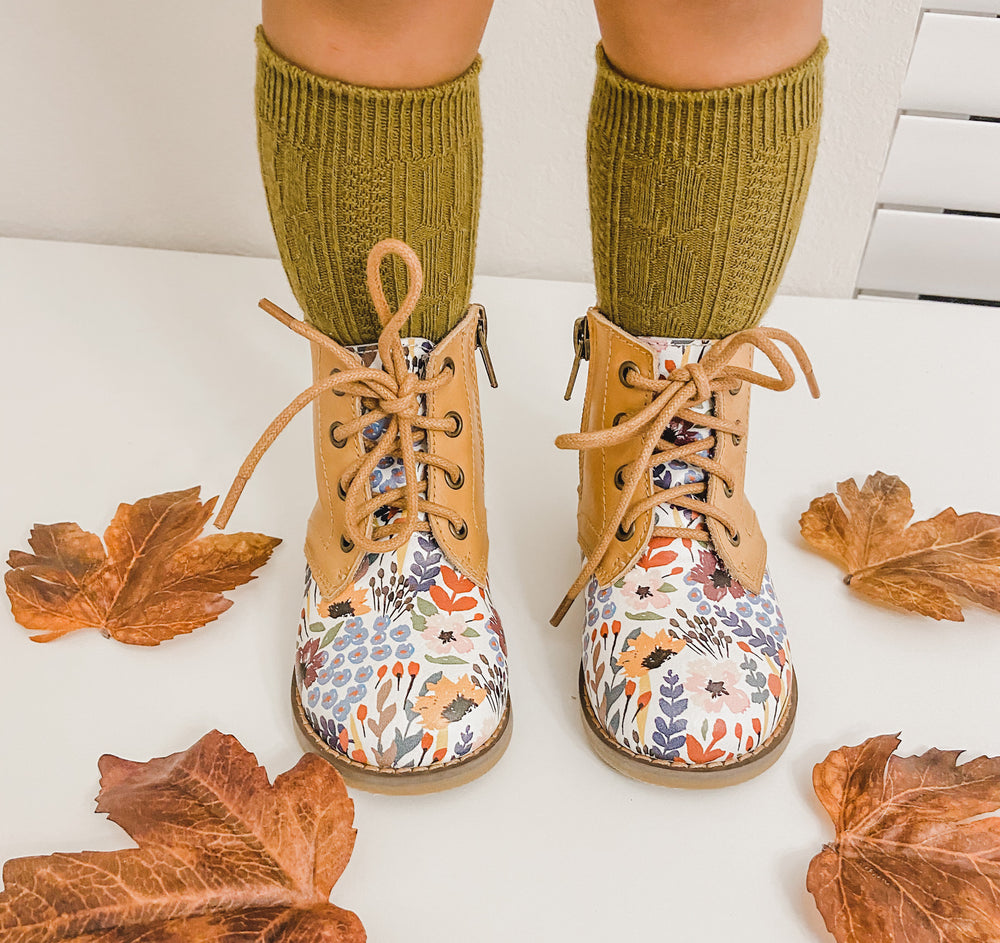 Load image into Gallery viewer, Bliss Boots - Falling Floral