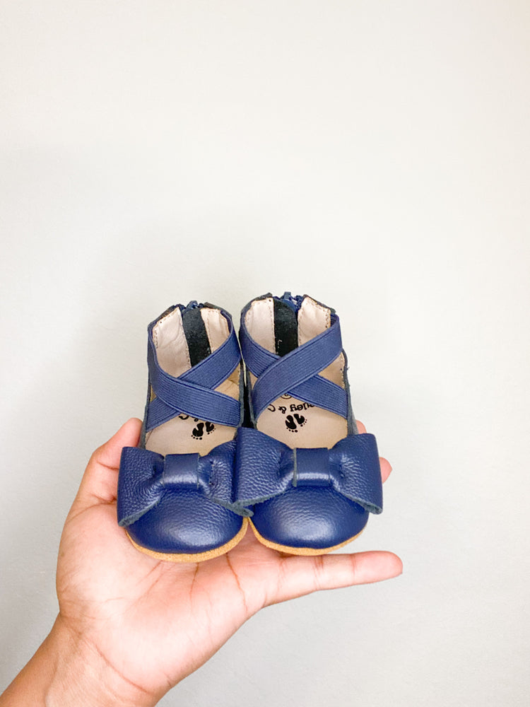 Load image into Gallery viewer, Eyleen Bow Ballet Flats - Navy Blue - rileycoshoes.com