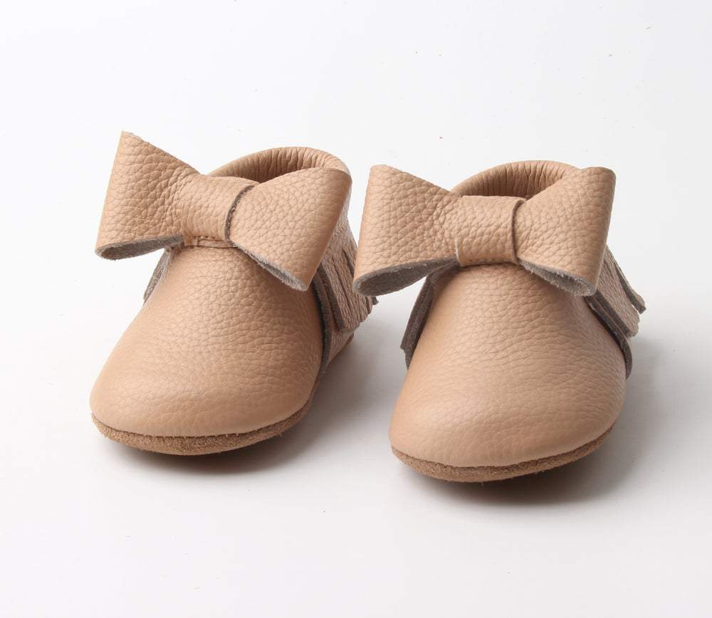 Load image into Gallery viewer, Leilani Bow Moccasins - Nude - rileycoshoes.com