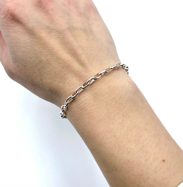 paperclip_sterling_silver_chain_link_bracelet_on_model
