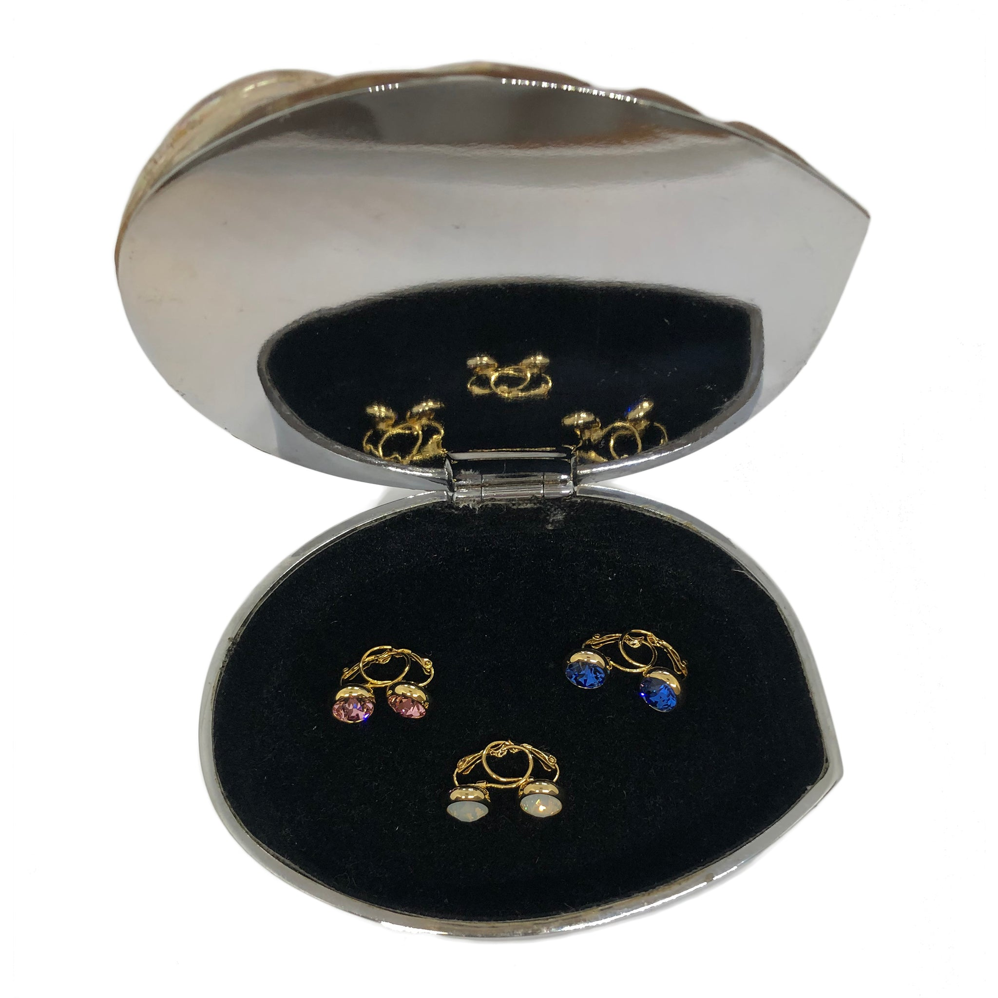 This beautiful polished shell forms the lid for the perfect sized jewellery box to place on your bedside table.  Silver plated with a black velvet lining, it will house your everyday jewellery perfectly so you always know where your rings are.    Measures L 15cm x W 12cm x H 7cm. Measurements may vary slightly depending on the depth of the shell.